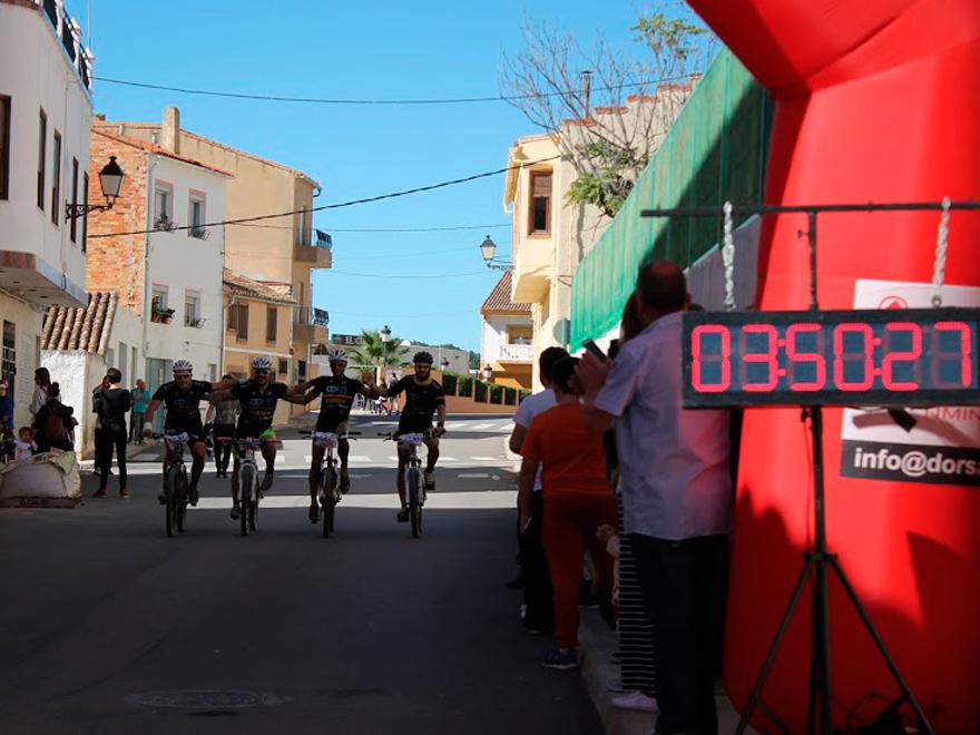 llegada-meta-triatlon-venta-del-moro-blog-ivan-moreno-team-hakuna-patata-2
